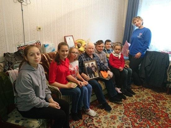 Югорские добровольцы поддерживают связь поколений