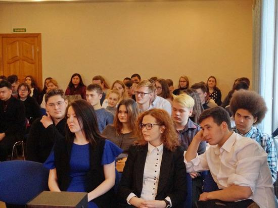 В Нефтеюганске собрали студентов и старших школьников, чтобы поговорить о национальном вопросе