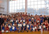 В Сургуте прошли окружные соревнования по греко-римской борьбе