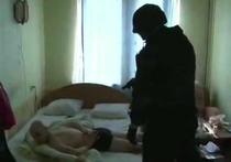 В Подмосковье задержали бандитов, которые носили накладные усы и ресницы